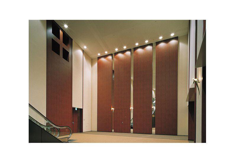 Möbel folieren zum Beispiel Wandpaneele, Möbel in Hotelzimmern, Fassadenverkleidungen