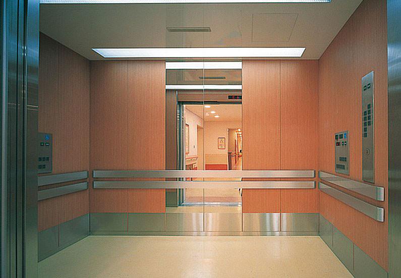 Möbel Folierung, Aufzugstüren und Empfangstresen